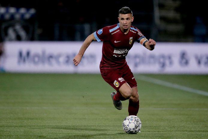 Bryan Linssen in het duel met PEC Zwolle.