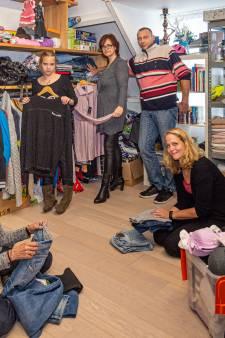 Bij Kledinggroep Bergambacht vertrekken de armen met tranen in de ogen én nieuwe kleding