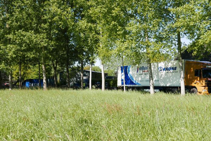 De ontmanteling van het grote drugslab in het buitengebied van Liempde duurt vandaag nog de hele dag.
