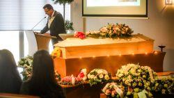 Bomvolle aula neemt op emotionele wijze afscheid van doodgereden Emmy (26)