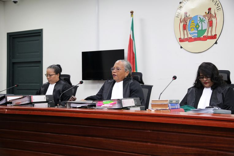 Rechter Cynthia Valstein-Montnor en haar collega's voor de veroordeling van Bouterse.  Beeld REUTERS