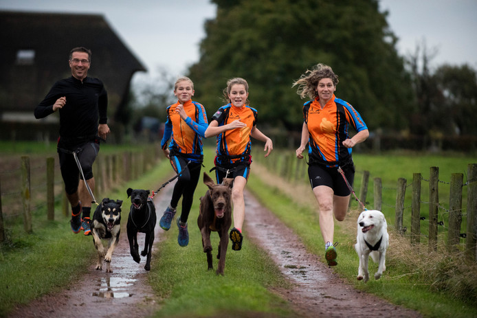 Sebastian Winkler traint samen met zijn gezin en honden voor de Canicross.