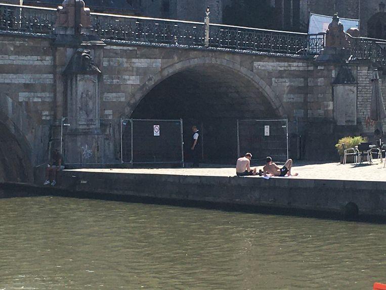De Korenlei wordt ter hoogte van de brug afgesloten