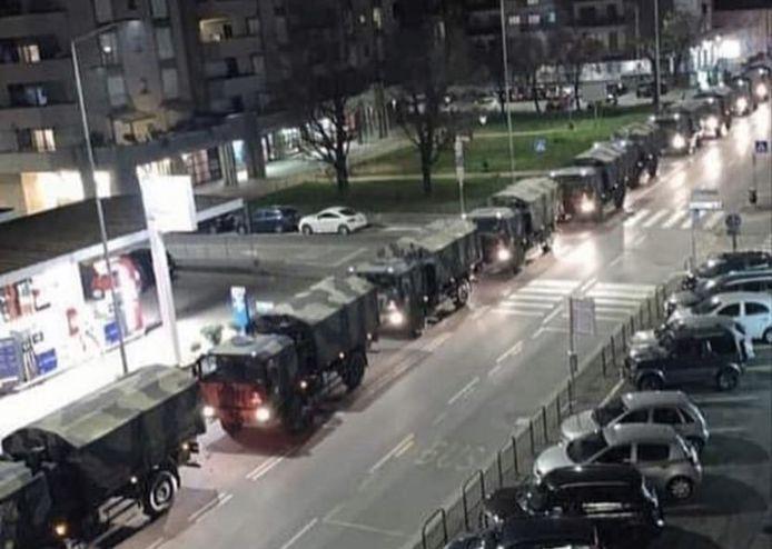 Les corps évacués par l'armée à Bergame mercredi soir