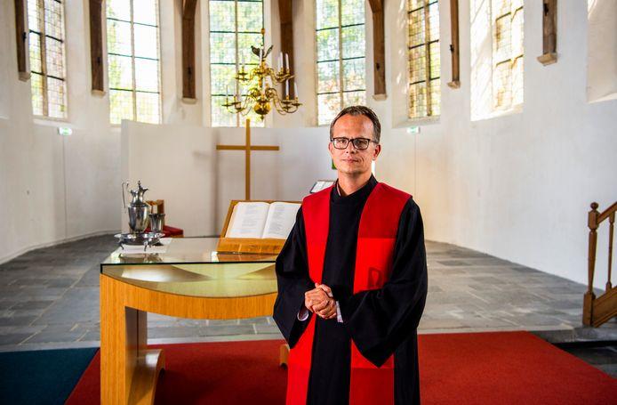 Dominee Jan Willem Leurgans neemt afscheid van de kerk in Moordrecht.