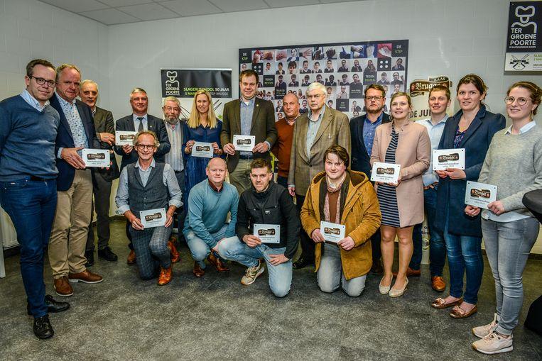 Brugge, de genomineerde Kaasambassadeurs 2018 samen met het bestuur van de vzw Brugge Kaasmarkt