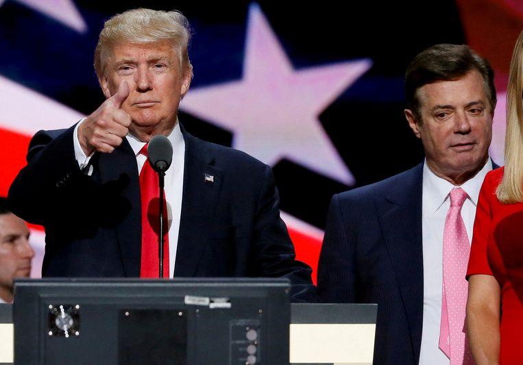 Paul Manafort als campagnemanager rechts achter Donald Trump tijdens de verkiezingscampagne. Beeld REUTERS