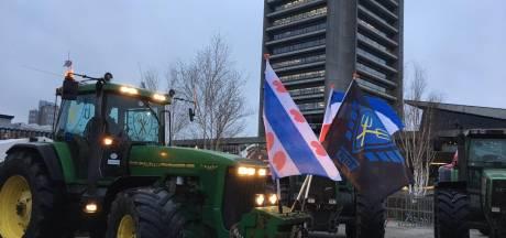 LIVE | Boeren trekken weer naar Den Bosch om te protesteren, behoorlijk wat politie bij Provinciehuis