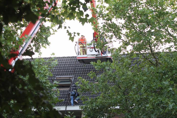 Verwarde man in Deurne is veilig van het dak gehaald