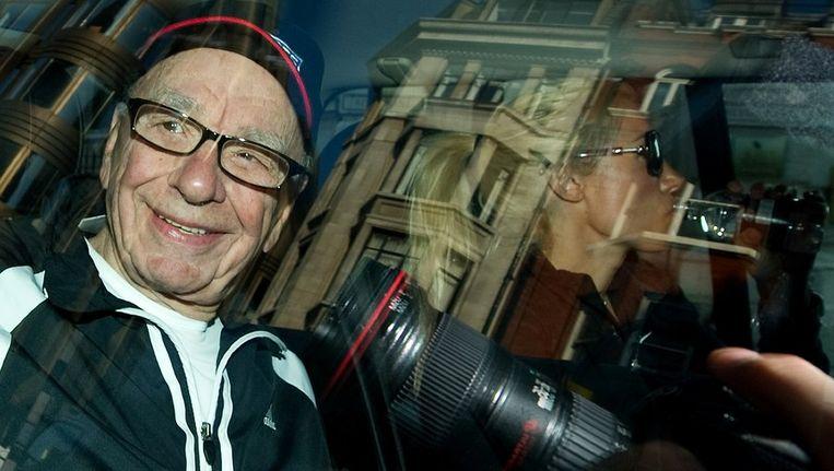 Rupert Murdoch vandaag, bij het verlaten van zijn huis in Londen. Beeld afp