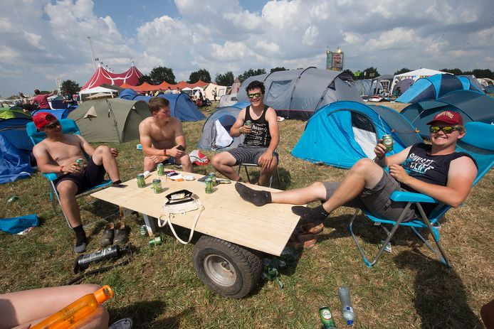 De Zwarte Cross camping van vorig jaar, veel vaste bezoekers bootsen de sfeer dit jaar in hun eigen achtertuin na.