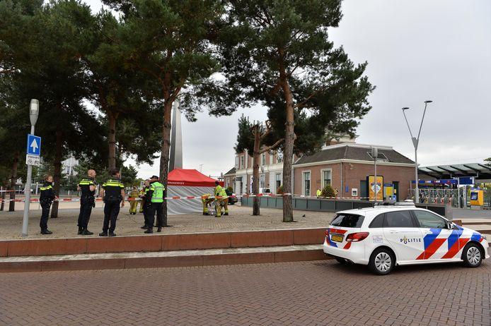 Op het Stationsplein in Apeldoorn is een overleden persoon aangetroffen.