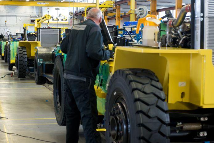 Zo'n 2.000 heftrucks per jaar worden er gemaakt bij Hyster Nijmegen.