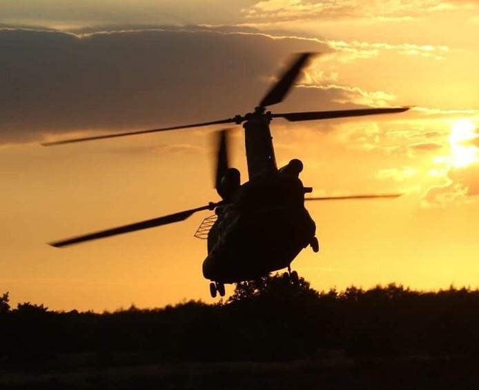 Chinook helikopter op de Oirschotse Hei nabij Eindhoven (lezersfoto).