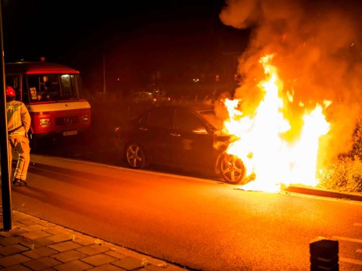 Politie sluit brandstichting niet uit na autobrand in Geldrop