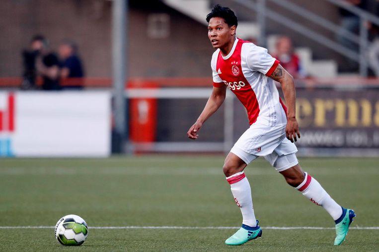 Darren Sidoel namens Jong Ajax in actie tegen FC Volendam. Beeld Pro Shots
