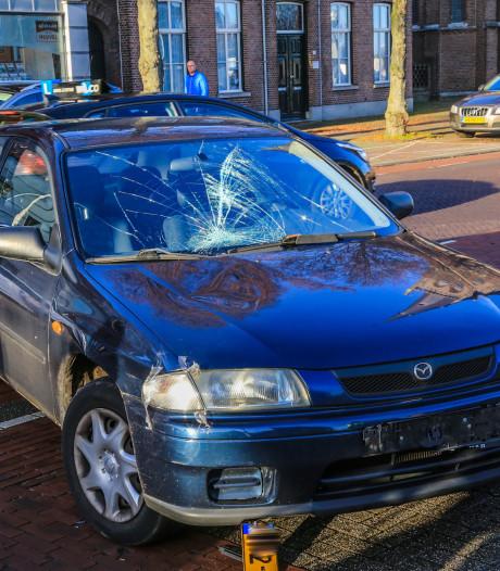 Fietsende vrouw aangereden door auto in Hoofdstraat in Helmond