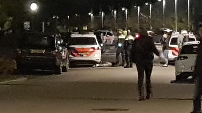 Bij de zoektocht in Zuidbroek werden meerdere politie-eenheden ingezet. De actie trok ook de aandacht van wijkbewoners.