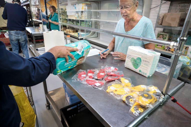 De voedselbank in Leiden krijgt het steeds drukker.  Beeld Werry Crone