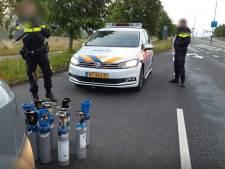 Auto met tien tanks lachgas van de weg geplukt in Veenendaal