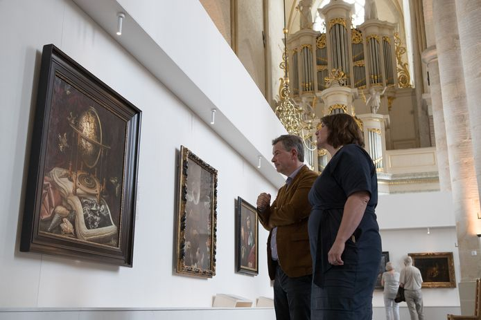 Eva Kleeman en David Ledeboer in de Bergkerk. ,,Bezoekers vertelden verhalen die ze nooit eerder hadden verteld''.