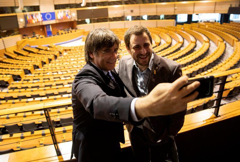 Carles Puigdemont en Toni Comin mochten eind december voor het eerst sinds hun verkiezing in mei het parlementsgebouw in Brussel betreden.