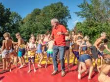 Oud-huisarts schenkt trampoline