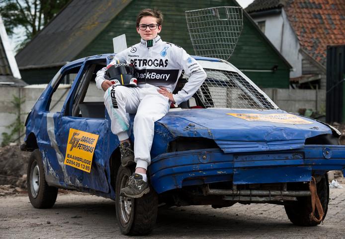 Olivier van Oostrom (13) doet mee aan de Autocross van Abcoude. Van Oostrom verschijnt in de nieuwe jeugdklasse voor coureurs van dertien jaar en ouder. ,,Of ik zenuwachtig ben? Nu nog niet.''