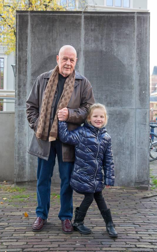 Leo van der Velde en kleindochter Rachel.