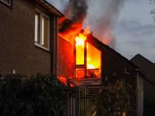 Brand verwoest woning aan Kooikersdreef in Apeldoorn