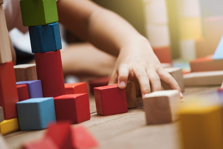 Met blokken spelen is niet allen goed voor het ruimtelijk inzicht, maar ook de taal wordt aangescherpt. Kinderen die bouwen, leren ook beter onderhandelen en beschrijven.