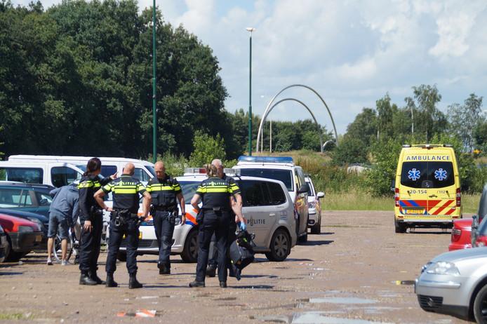 De politie was met veel mensen aanwezig op de camping.