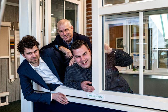 Jos Blom en zijn zonen Mark (krullen) en Stefan, in december van dit jaar, na een interview over het familiebedrijf Aarnink Kunststoframen.
