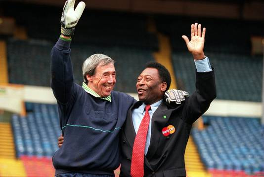 Gordon Banks (links) en Pelé in 2000.