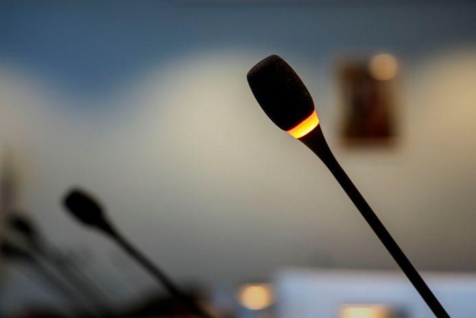 De fracties in de gemeenteraad van Olst-Wijhe hebben besloten om radiostilte in acht te nemen nu er verzoeningsgesprekken gaande zijn over de wethouderscrisis.