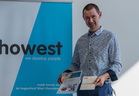 Winnaars Sander Verfaillie, Gilles Baele en Tieman Lambert konden niet aanwezig zijn op de awardceremonie, dus ging de begeleidende leerkracht op de foto met de GIPaward