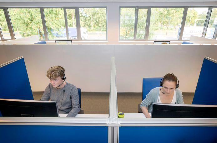 Medewerkers aan het werk bij het bron- en contactonderzoek van GGD Midden en West-Brabant