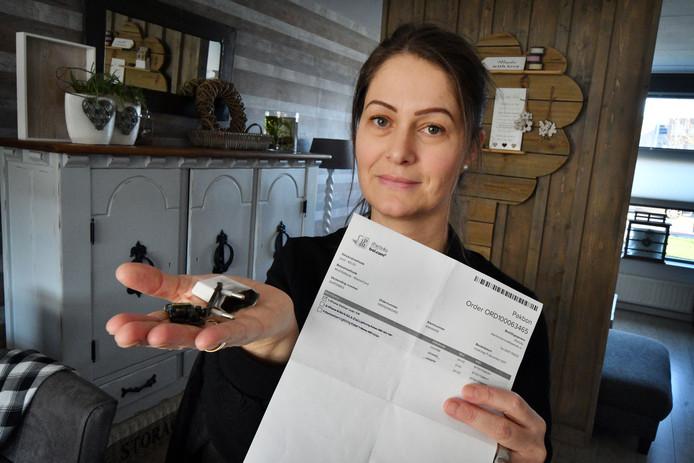 De Rijssense Rowenia Arslan heeft een adapter voor haar dochters iPhone 6 gekocht