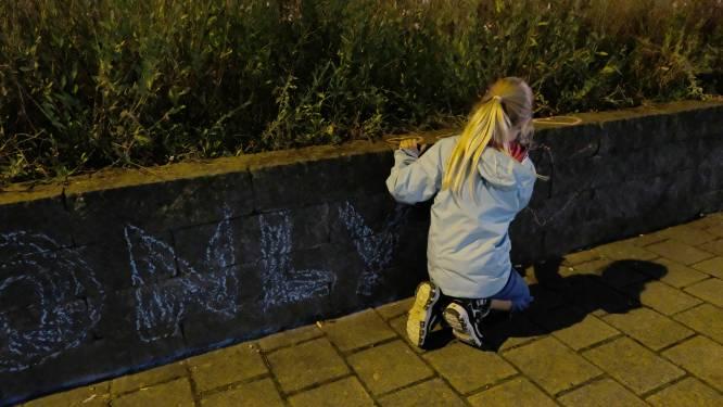 """Burgemeester verbiedt manifestatie, Puursenaars palmen straten in met positieve boodschappen: """"Dit is niet waar wij voor staan"""""""