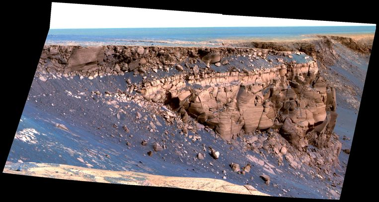 Cape St. Vincent, één van de vele uitstekende stukken steen in de Victoria-krater. Het zijn dit soort foto's waarmee Opportunity de rode planeet tastbaar maakte. Alsof je er morgen naar op vakantie kan gaan. Beeld Nasa