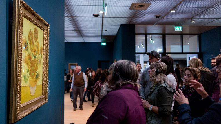 De Zonnebloemen in het Van Gogh museum in Amsterdam Beeld anp