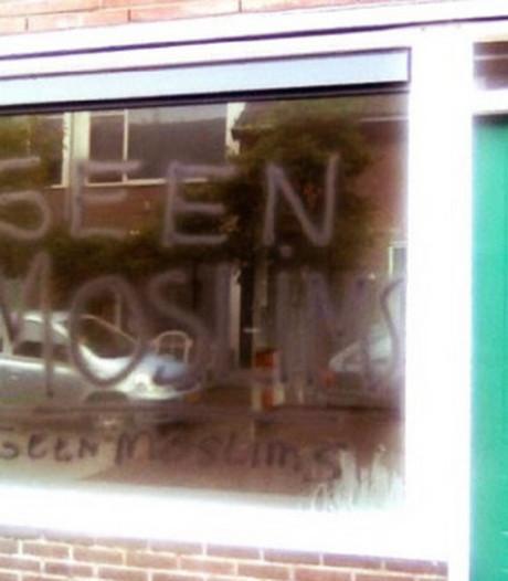 D66 stelt vragen over racistische bekladding woningen Sterrenwijk