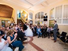 Bijzonder huwelijk in Apeldoorn: Iwan en Tamara trouwen op hun oude school