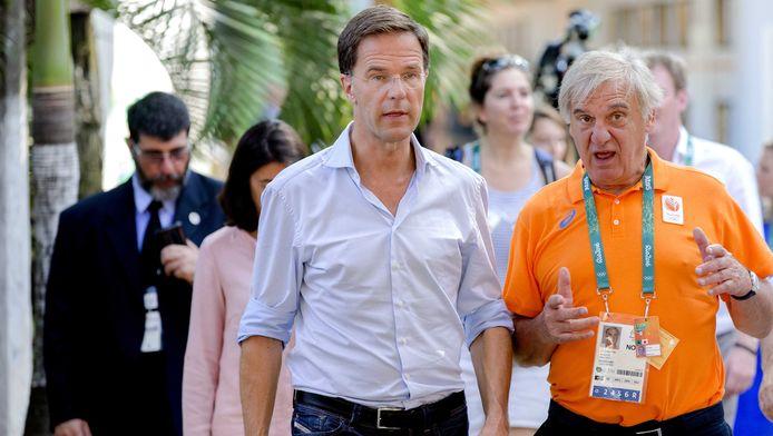 Mark Rutte met Andre Bolhuis (voorzitter NOC NSF) tijdens een rondleiding in het Holland Heineken House.