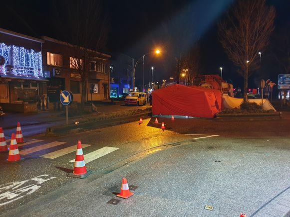 De voetganger werd aangereden door een vrachtwagen.