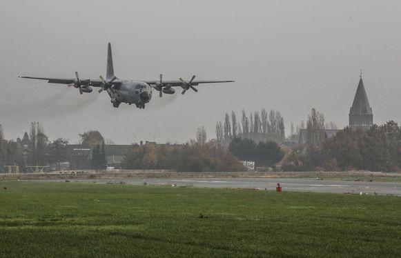 Ook de luchtmacht maakt gebruik van het vliegveld.