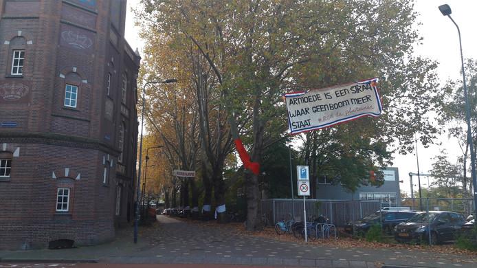 Protest in de Boschveldweg, bij de komst van Màxima naar de Verkadefabriek