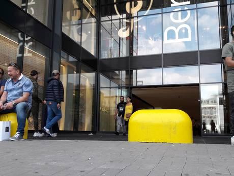 'Betonblokken tegen indringers voor  deur Hoog Catharijne illegaal en onnodig'