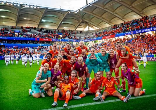 Vreugde bij Oranje na de winst op Canada.