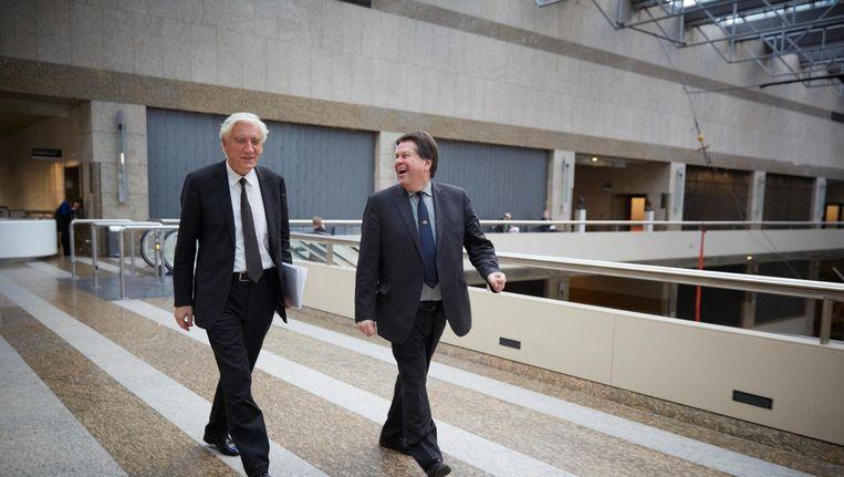 Toenmalig commissaris van de koningin van Groningen Max van den Berg (L) en commissaris van de koningin van Drenthe Jacques Tichelaar in de Tweede Kamer in 2013 Beeld anp